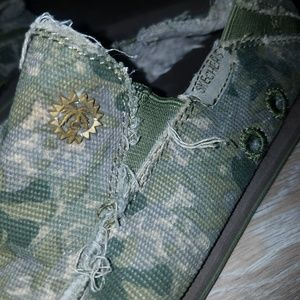 Skechers Camo Loafers 9